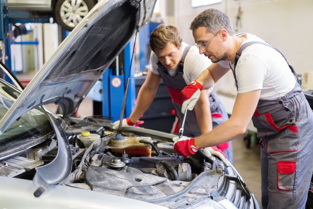 Automechanik / pomocný pracovník v autodílně