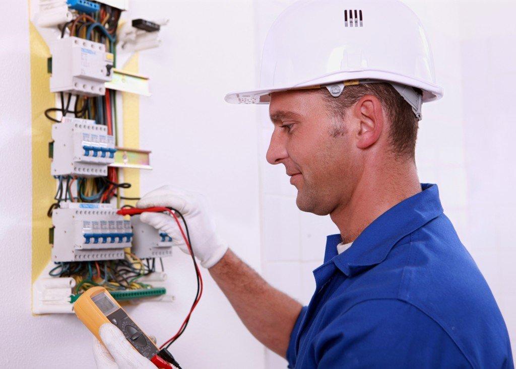 Elektrikář – operátor elektroúdržby
