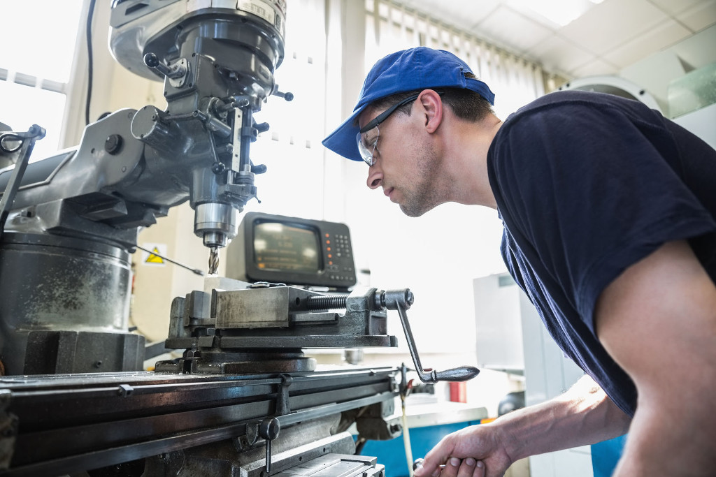 Pracovník ve strojírenské výrobě